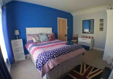 Homely double room by the seaside!