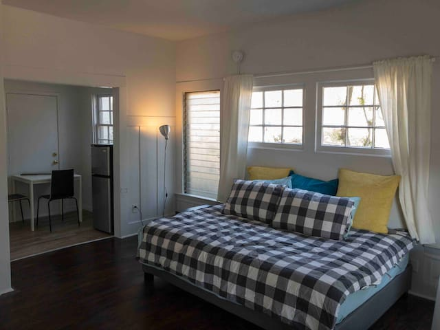 Silver Lake - Private Guest Room w/ Queen Bed