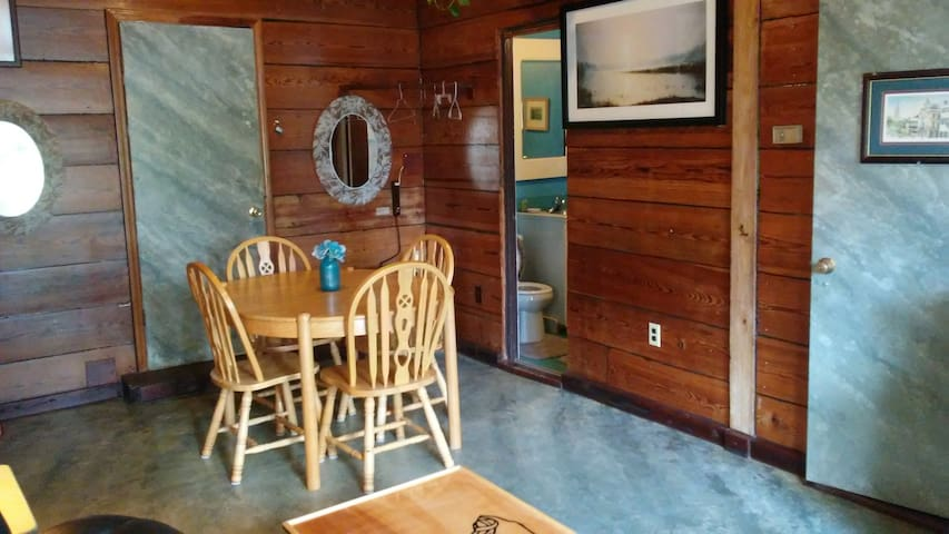 Cayce With Photos Top Places To Stay In Cayce Vacation - Custom table pads 69 usd
