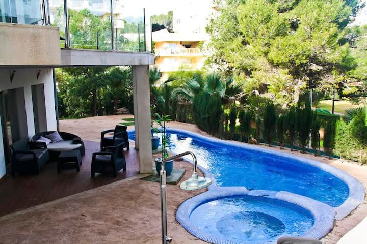 Villa Sandy beach to 15 min. walking Magaluf - Badia de Palma - Villa