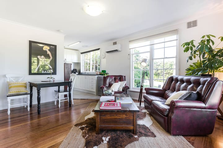 Delightful S/C Unit in FTG: Base of The Dandenongs
