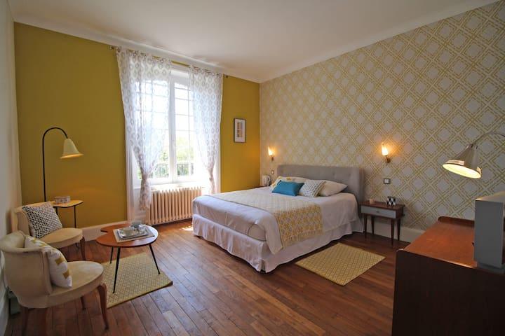 Chambre Vintage de charme - Chalus - Rumah