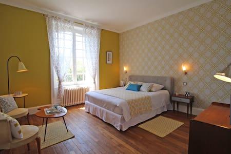 Chambre Vintage de charme - Chalus