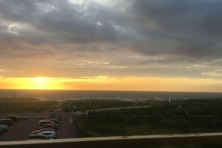 Vakantieappartement met uitzicht op duinen,zee en vuurtoren