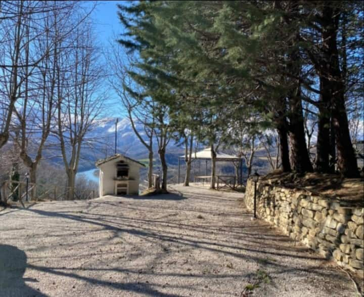 Cosy apartment in the green of the Sibillini