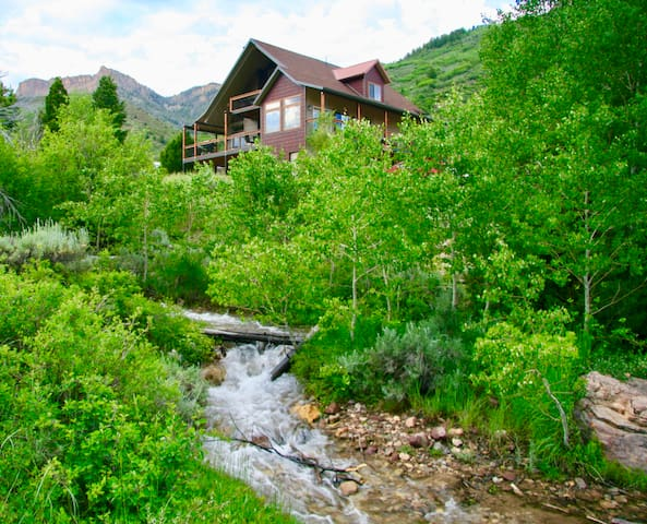 In National Forest, 54mls from Park City, sleep 12