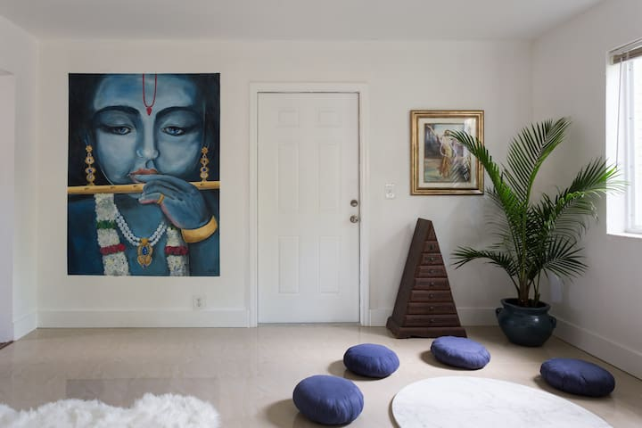 Casa Dasa - Meditation Vegan Room in Coconut Grove