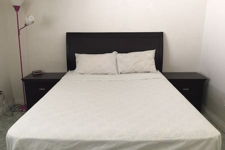 Cozy bedroom + private bathroom & entrance - Santa Ana - Appartement en résidence