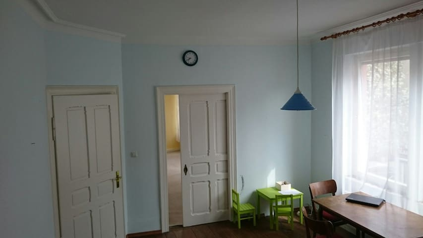 Charming room in old apartment - Göppingen - Apartemen