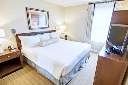 2 Bedroom unit at Resort |FREE Parking| Sauna|Pool