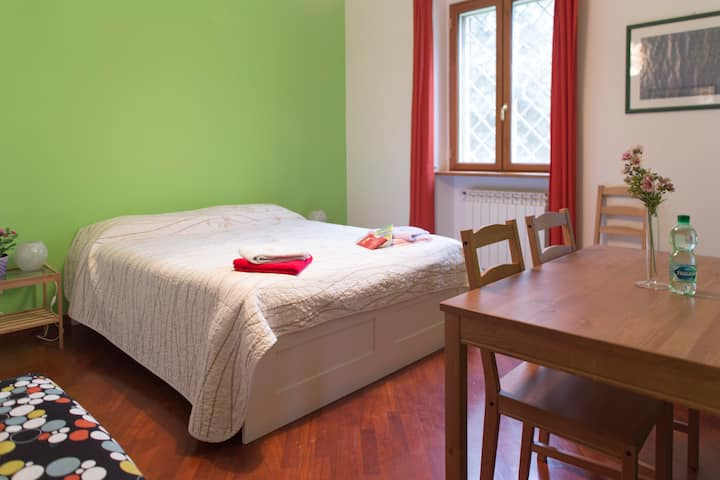 Three bedded room private bath WIFI