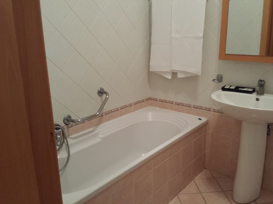 il bagno in camera con vasca