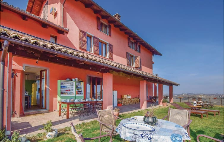 Stunning home in Castelnuovo Calcea with WiFi and 7 Bedrooms