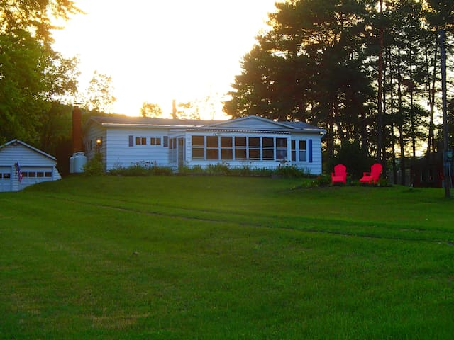 Northern Lake George Lake View Rental - Ticonderoga - Casa