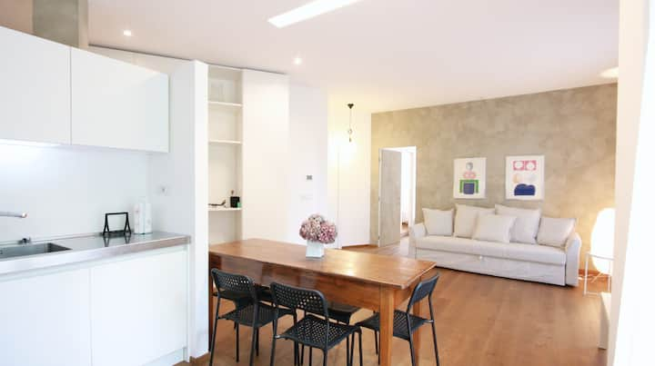 ☆Luxury Apt☆2BR downtown+parking 850m to Arena