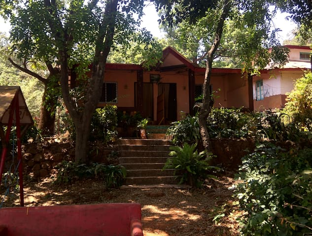 VALLEY VIEW ROOMS - LAXMI HOTEL - Matheran - Villa