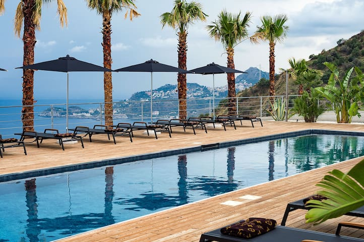 Luxury villa near the sea with private heated pool