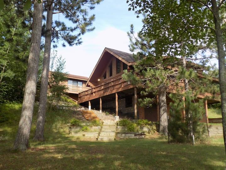 Beautiful Log Home on Peaceful Lake + Guest Cabin