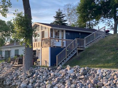 Lake Le Homme Dieu Bay Boat House