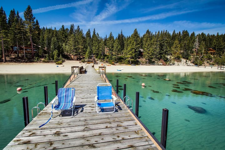 Dog-friendly, cabin-style home w/ deck & badminton court - walk to the beach!