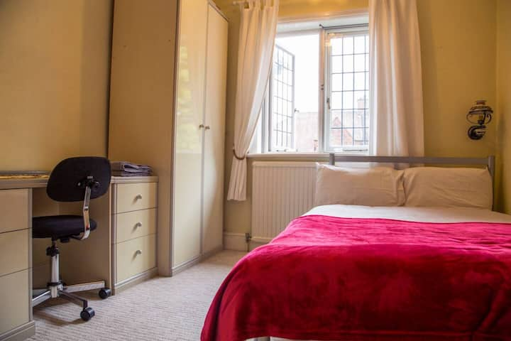 Lovely room close to underground station