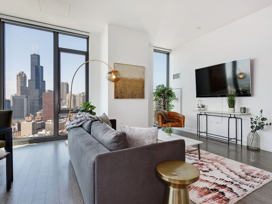 Captivating views of downtown Chicago all around the living area.