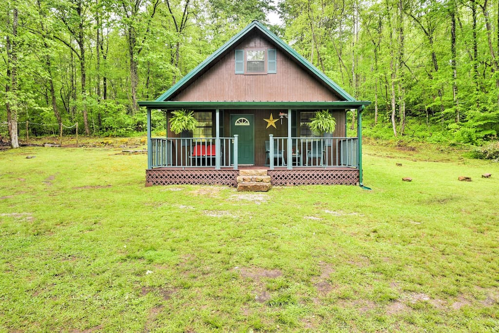 Your rustic, Briceville home-away-from-home awaits!