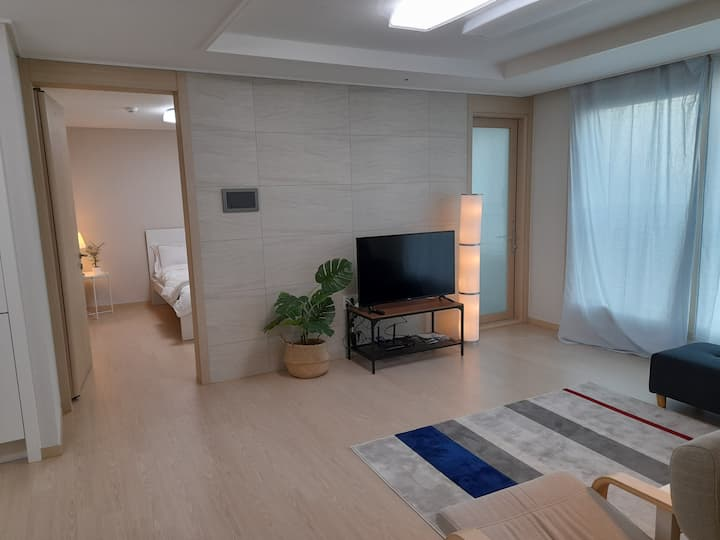 [천안] 자가격리 숙소 독채 아파트. 깔끔한 청소와 소독. 세탁된 호텔식 침구.회사비용처리