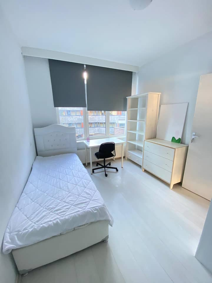 BIG Room ONE PERSON in Rotterdam | Schiedamseweg