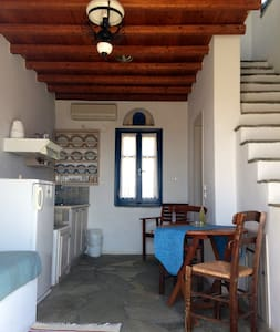 Island cottage/great sea view - Tinos - Bed & Breakfast