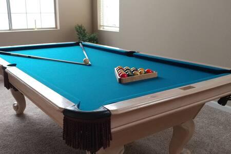 Comfy Bedroom 2 +Keypad Entry, WiFi & Pool Table! - North Las Vegas - Haus