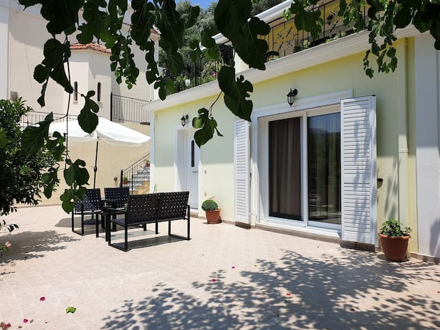 TheYellow House ★Fully Equipped 2BR apartment★