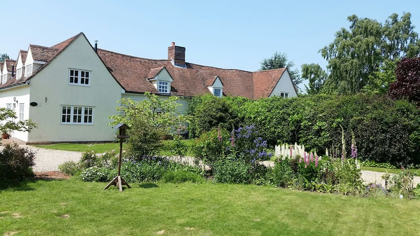 17th century extended cottage in Constable Country - Ardleigh