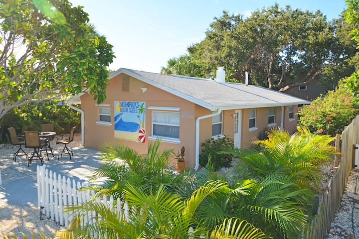 Beautiful Private-Family/Couples-Clean/Quiet 1-Bed - Indian Rocks Beach