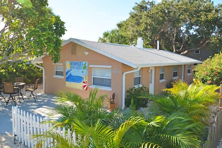 Beautiful Private-Family/Couples-Clean/Quiet 1-Bed - Indian Rocks Beach - Other
