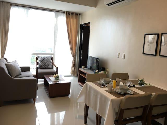 Cebu Cozy Ocean View 1BR,17th,pool,Wifi,Gym Mactan