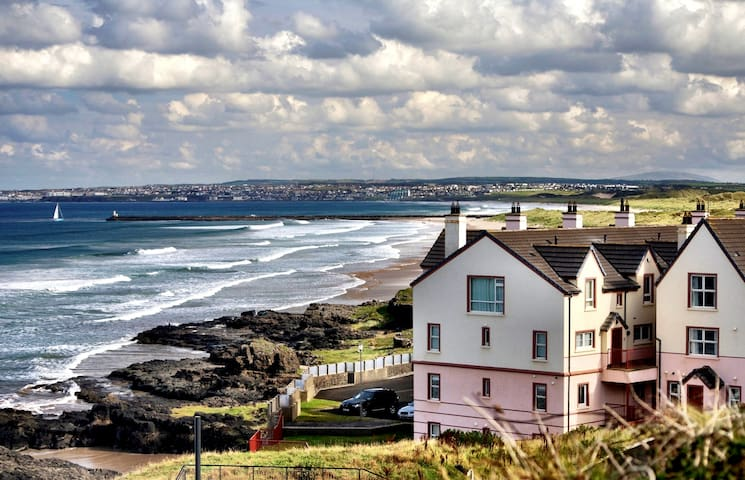 Apartment by the sea - Castlerock