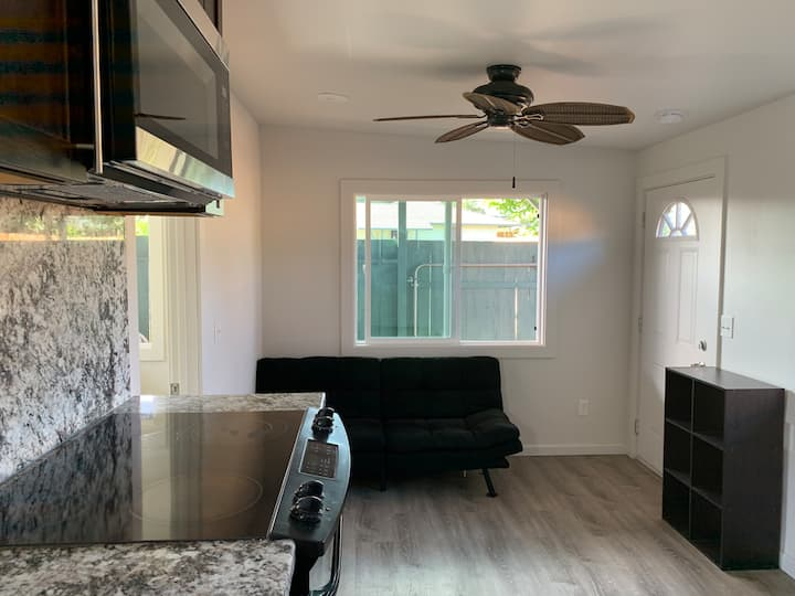 NORTHSHORE BEACH HOUSE-Pet ok-5 min walk 2 ocean