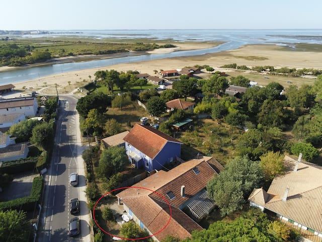 La Maison Bleue, à 70m de la plage de La HUME!