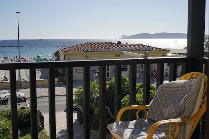 "Beachfront three room apartment with balcony ""Vongola"""