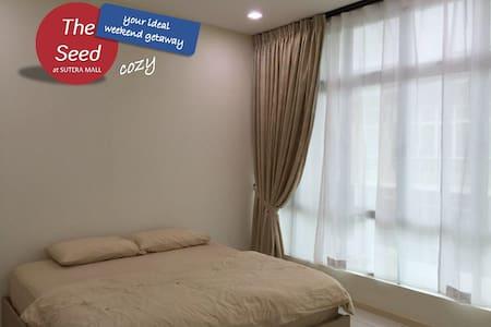 Cozy Master Bedroom - Skudai