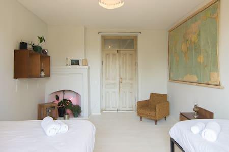 KARMA Hostel | private 3 people room + breakfast