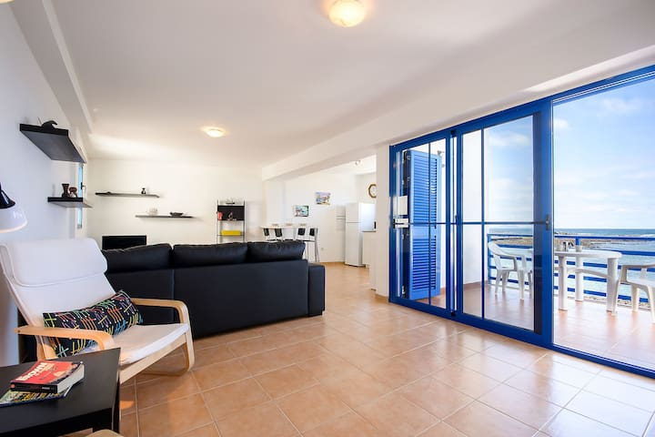Charming Apartment on the Oceanfront with Balcony & Wi-Fi; Street Parking Available