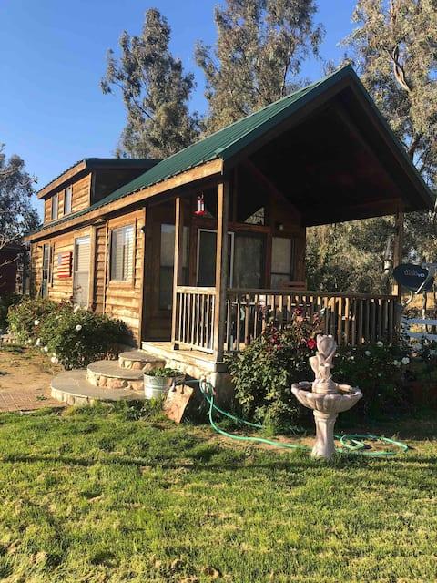 Adorable 2-bedroom, 1-bath Ranch cabin