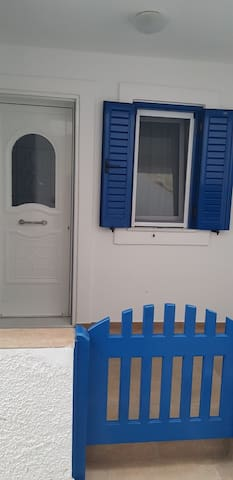 Traditional house, 1 minute walk to town ,Chora