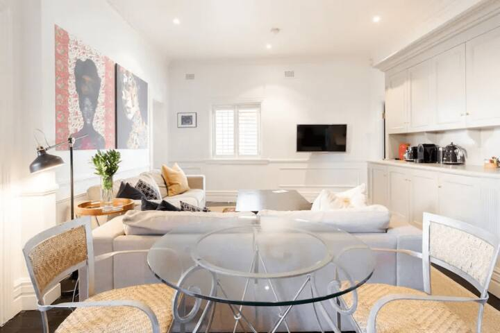 FABULOUS INNER-CITY PAD - hosted by L'abode