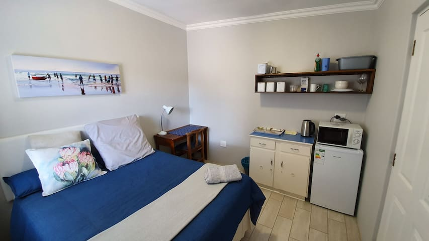 Sunray BnB - guest suite - secure parking - wifi