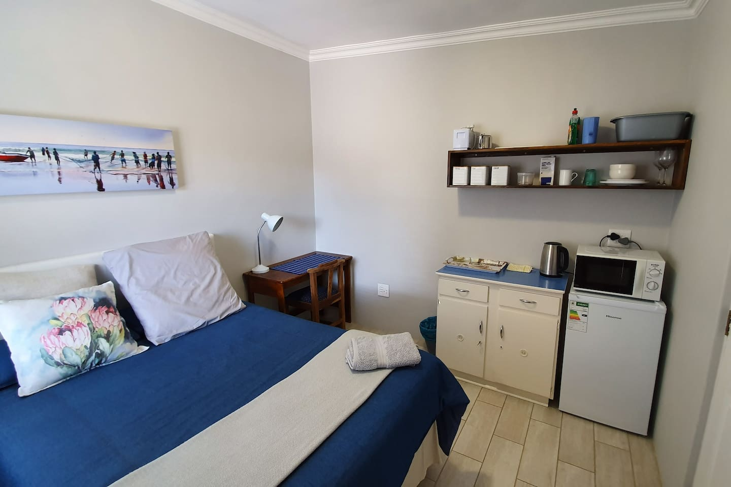 Guest suite including kitchenette