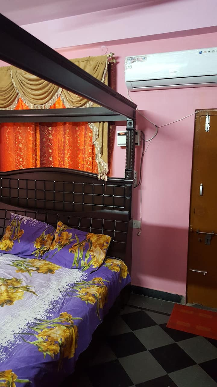 Cosy Single Bedroom with A/C & Wi-Fi