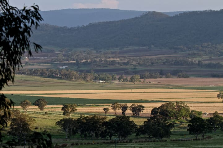 Expansive property views to the Goomburra National Park
